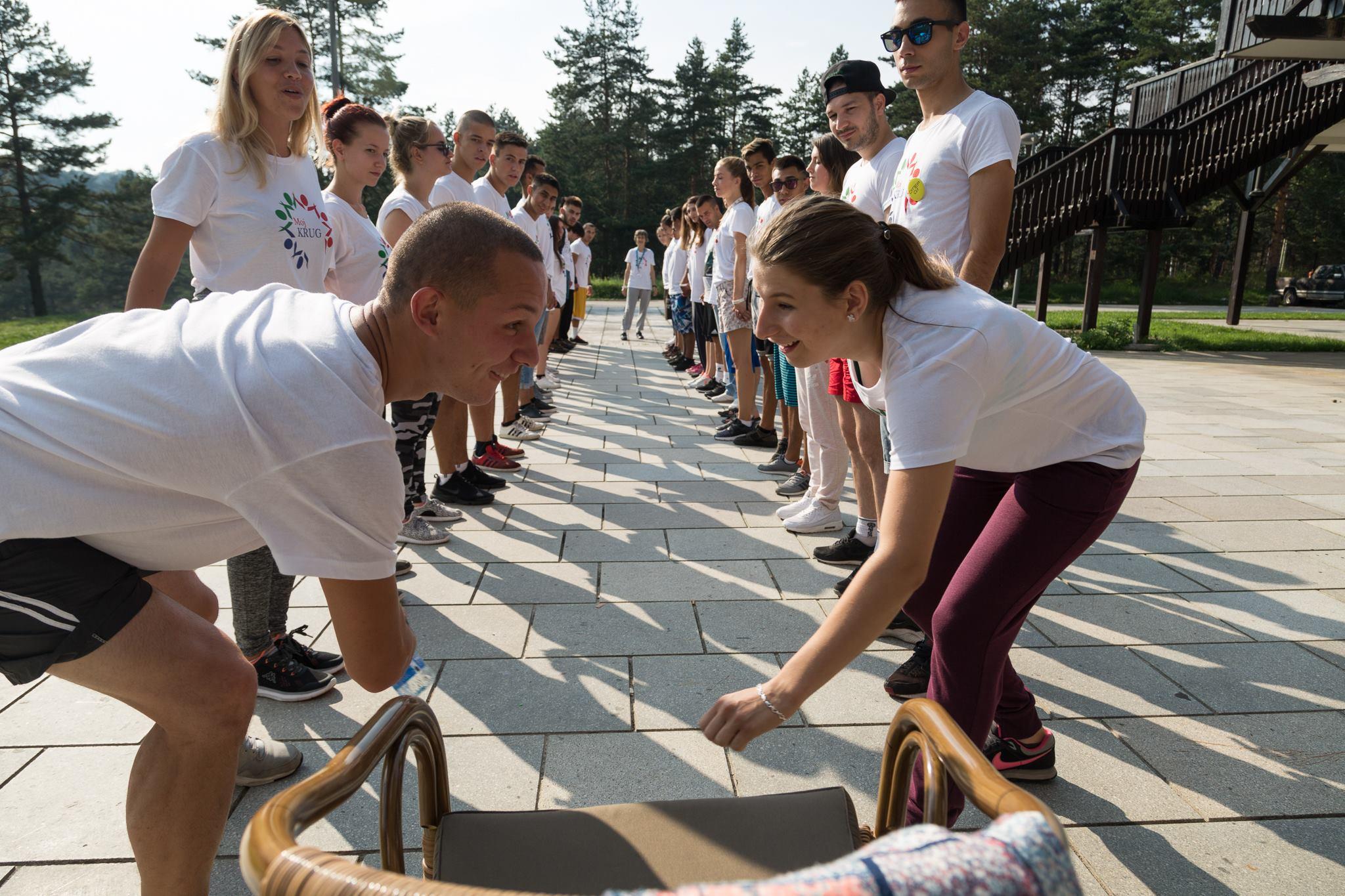 Servische jongeren op Voor de Jeugd Dag